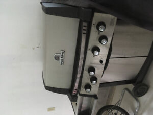 Broil King XL gas BBQ and cover