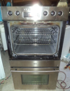 BOSCH STAINLESS STEEL ELECTRIC WALL OVEN FOR SALE!