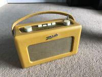 Vintage Roberts Portable FM/MW/LW Radio