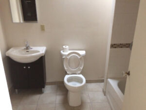 Hey u of w students! one-bedroom apartment,,laundry and parking