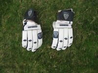 LEATHER CRICKET GLOVES BY FEARNLEY - JUNIOR BOYS/YOUNG TEEN