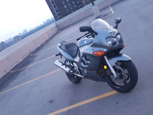2004 Suzuki katana 750 MINT CONDITION.