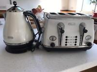 Delonghi cream kettle and 4 slice toaster