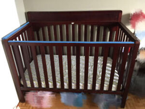 Graco 4-in-1 convertible crib with mattress