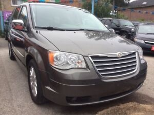 2010 Chrysler Town & Country 4.0L w/ Nav Bluetooth Leather 2-DVD