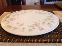 Wedgewood Rosehip cake plate