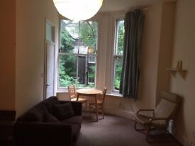 Large studio apartment in large, beautiful Linnet Lane property, Aigburth £450pcm inc water / CT