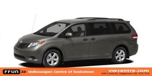 2011 Toyota Sienna SE 8 Passenger MP3, XM, Power heated outsi...