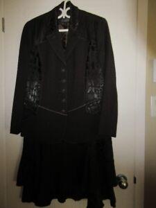 costume femme brun de très grande qualité valeur $250.00  14ans