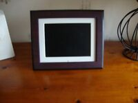 HP DIGITAL PICTURE FRAME