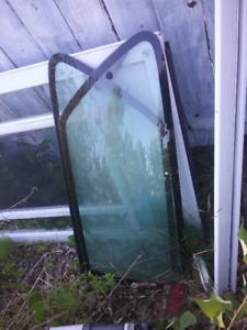 90s Honda civic rear side glass w/latches attached