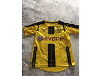 Football Dortmund top size 7to 8 perfect condition