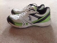Kookaburra cricket spikes UK size 6