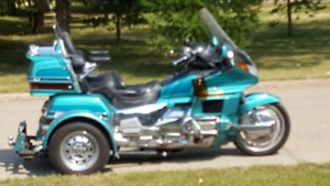 Honda  goldwing  with venture  trike kit