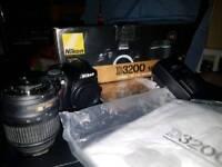 NIKON D3200 DSLR WITH BOX AND CAMERA BAG