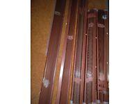 Set of 5 Mahogany-effect metal venetian blinds, various sizes.