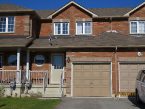 *** 3+1 BEDROOMS TOWNHOUSE FOR RENT IN BARRIE ***