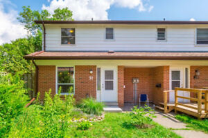 Charming 3BR 2WR Ideal Family Home! Like A Semi, Great Location!