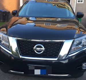 Nissan Pathfinder Black on Black Leather and Heated Seats Fully