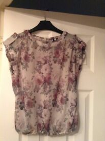 New look size 8 pretty top