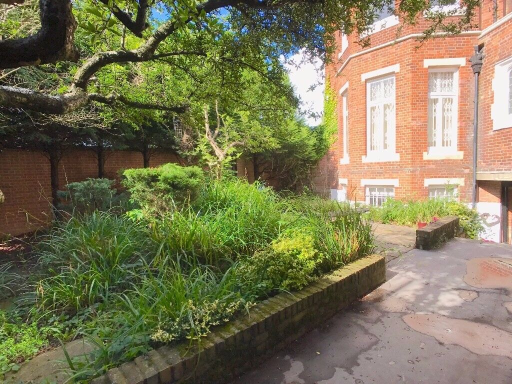 Furnished 2 Bedroom Maisonette With Garden Close to Hadley Wood Overground High Barnet Northern Line