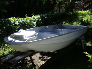 Fibreglass fishing boat -$500