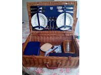 Large wicker picnic hamper for 4 persons