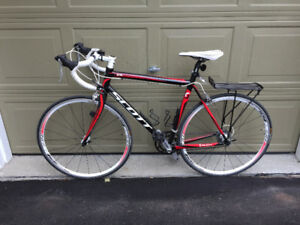 Carbon road bike - Excellent condition (hardly used)