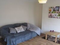 Great room in house share - Village Place - LS4