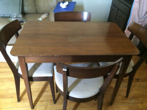 Table w/ 4 chairs - Make an offer