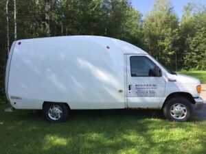 2005 Ford E-Series Van E350