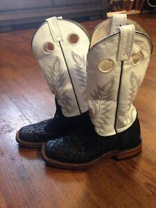 Women's Brahma White & Black Western Boot