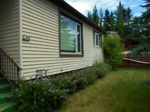 Bright, spacious, well-kept bungalow in central Cochrane