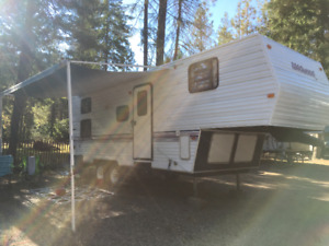 1998 28.5' WILDWOOD 5TH WHEEL TRAILER