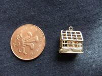 VINTAGE 9CT GOLD GREENHOUSE CHARM WEIGHS APPROXIMATELY 3.6 GRAMS IN EXCELLENT CONDITION £95