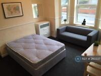 1 bedroom flat in Albert Road, Manchester, M19 (1 bed)