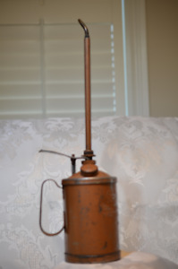 VINTAGE GOLDENROD 1 1/2 PINT OIL CAN