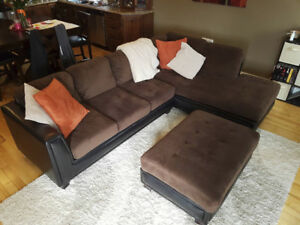 $800 - LARGE SECTIONAL + OTTOMAN IN EXCELLENT CONDITION
