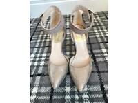 Ladies size 5 gold fancy shoes ankle strap amazing condition