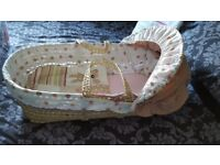 Clair de lune moses basket with stand and six fitted sheets (5 white and 1 pink)