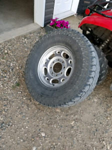 4 classic chevy 2500 rims w tires