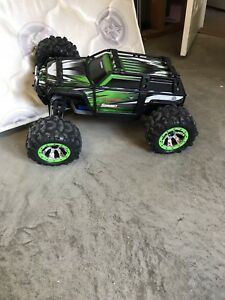 Traxxas Summit 1/10 scale for sale!!