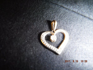 Pendentif en or 10k et full vrai diamants
