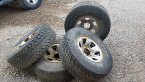 toyota 6 bolt  31/10.5/15 rims & tires