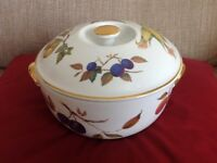 Royal Worcester Casserole dish 8 1/2""