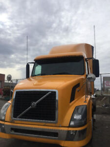 2007 Volvo VNL - Volvo D12 Engine - Eaton - Fleet Truck - Clean