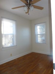 Available soon - 1 bedroom + den - South Ward