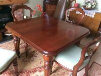 Beautiful extending Mahogany Dining Table
