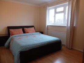 Double bedroom to let in a shared family house