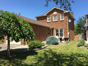Single Family Detached Home on a cul-de-sac in Mississauga